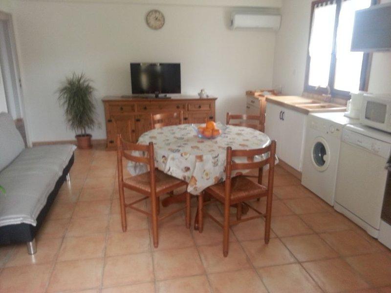 Rez de jardin A BASTELICACCIA entre Ajaccio et Porticcio, holiday rental in Eccica-Suarella