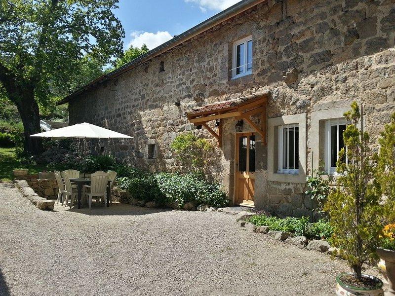 Gite en pierre Ardèche verte, holiday rental in Silhac