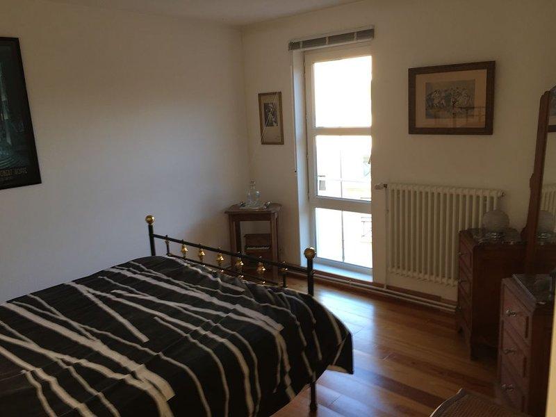 Bedroom 2: 140 bed.
