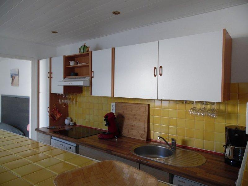 MAISON DE VILLAGE , LA COUARDE SUR MER - pour 4 personnes, holiday rental in Loix
