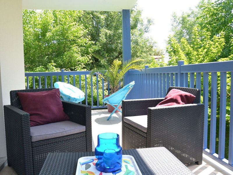 Anglet T2, magnifique terrasse en bordure de forêt, 2km des plages, holiday rental in Boucau