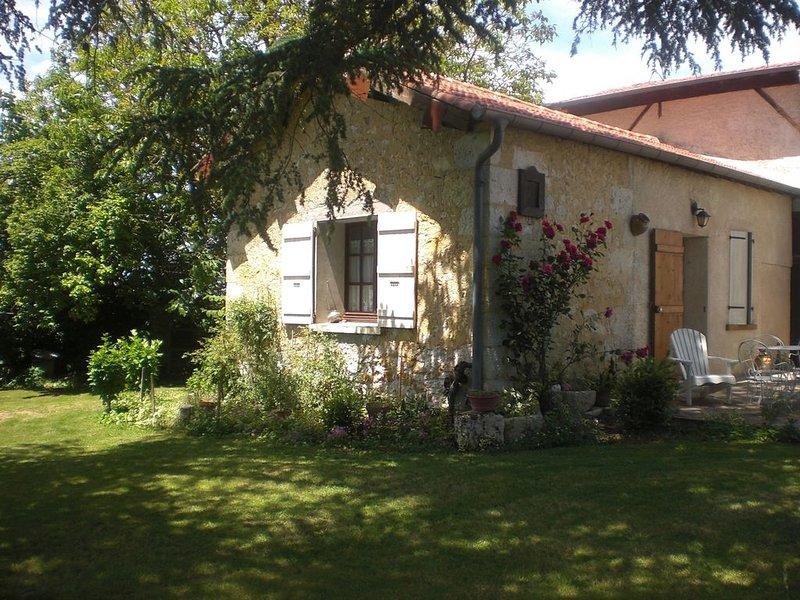 Gite dans une ferme avec piscine situé dans un Parc avec cèdres centenaires., vacation rental in Saint-Puy