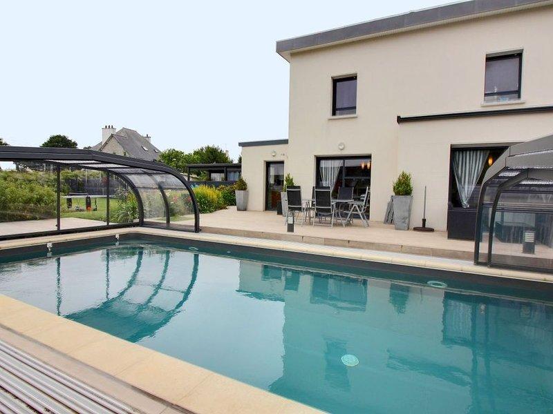 Maison d architecte avec piscine couverte et  chauffée, sauna, jeux., alquiler de vacaciones en Langoat