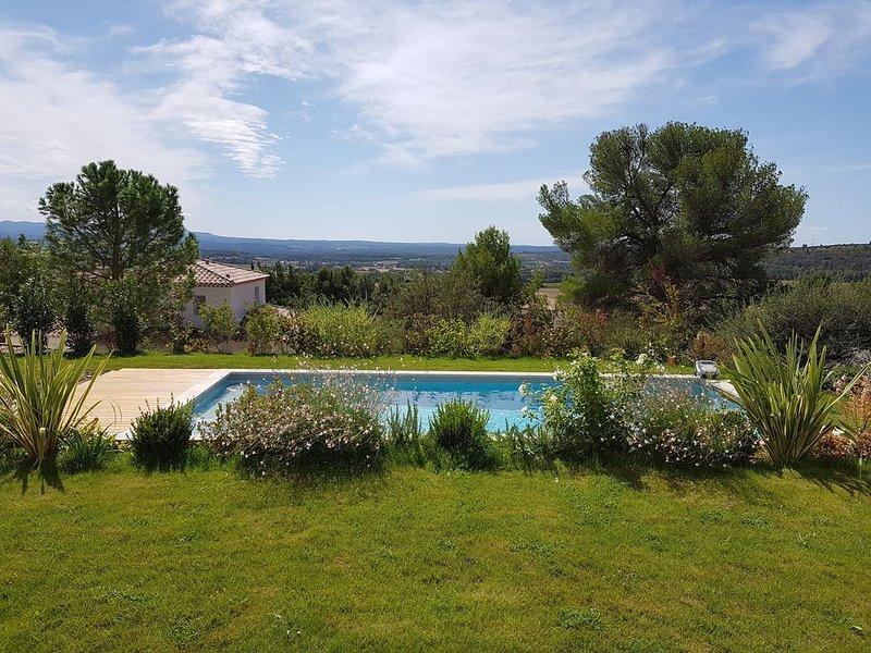 Bastide récente proche Aix en Pce idéale pour 2 familles avec enfants, holiday rental in Eguilles