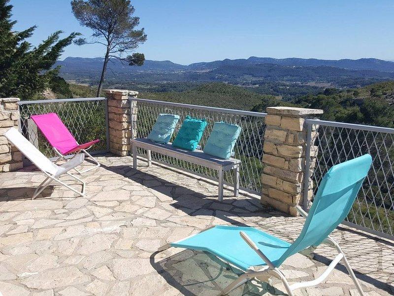 CASTELLET PARC ,  chalet 4/6 personnes vue panoramique dans parc avec piscine ,, vacation rental in Le Castellet