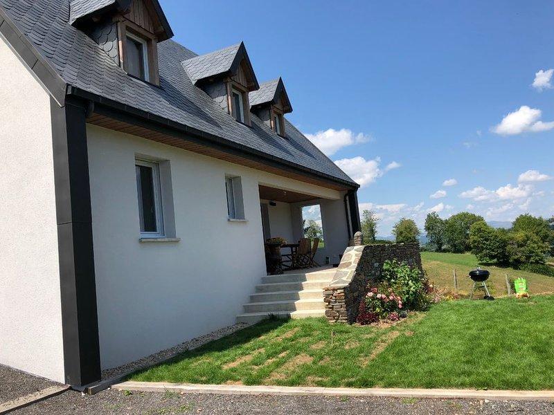 Maison d'architecte avec jaccuzi en pleine nature, holiday rental in Mur-de-Barrez