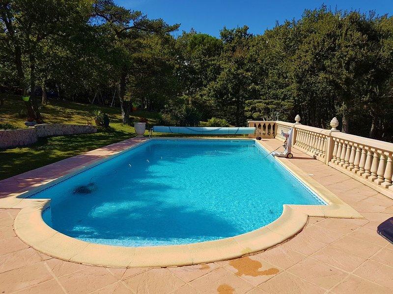 Grande villa en Drôme provençale. Belles prestations., location de vacances à Uchaux