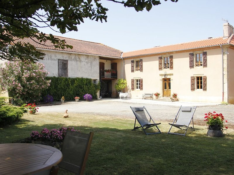 Gîte 4 à 10 pers. pour couples familles groupes dans l'Astarac Gers en Gascogne, holiday rental in Berdoues