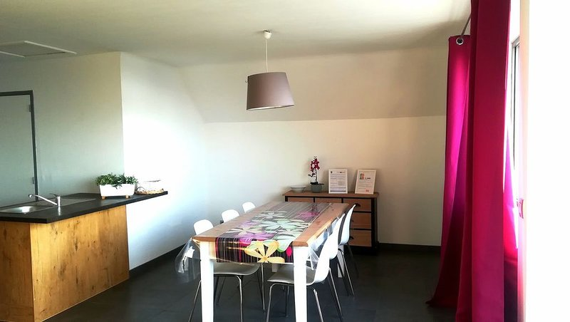 APPARTEMENT T4 aux portes de Brest, vacation rental in Landerneau