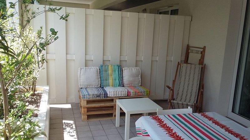 Grand studio à GUETHARY avec terrasse couverte et piscine privative, alquiler vacacional en Guéthary (Getaria)