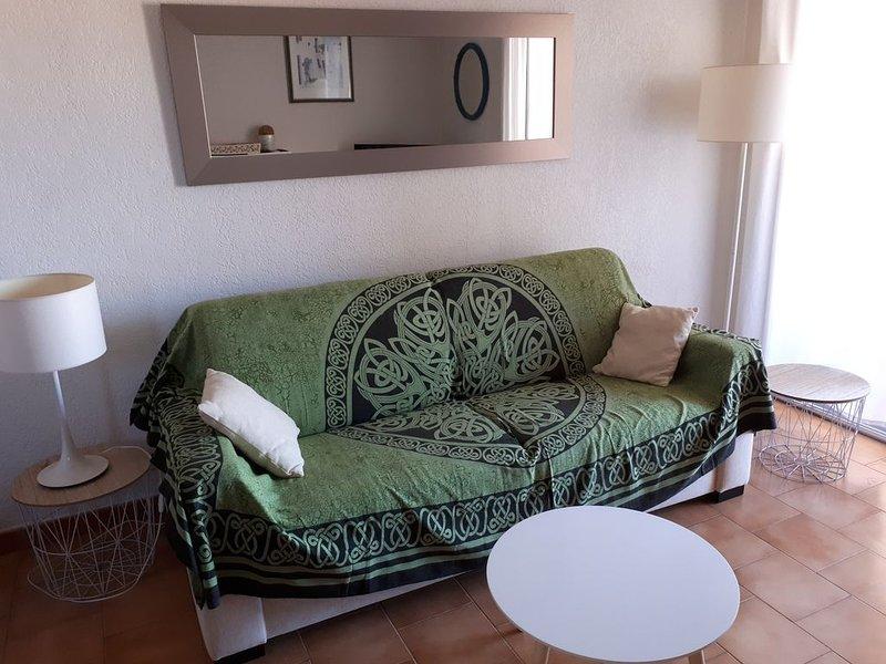 T2 + Coin cabine Le Brusc 200m de la mer avec vue exceptionnelle, holiday rental in Six-Fours-les-Plages