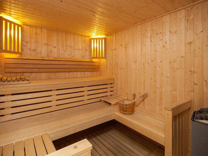 NOUVEAU CHALET DE LUXE à MERIBEL, 18 pers  - piscine - services inclus, holiday rental in Les Allues
