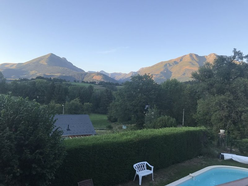 Chalet familial tout confort, terrasse avec vue dégagée sur les montagnes., alquiler vacacional en Mens
