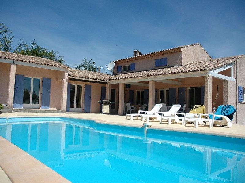 Villa au calme avec piscine, holiday rental in La Verdiere