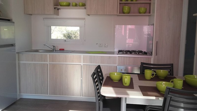 VALRAS Mobil home 6 personnes, holiday rental in Serignan