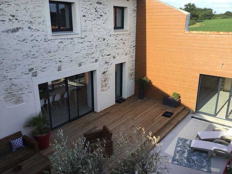 Gîte 8/ 10 personnes et salle attenante ,40 min du puy du fou, vacation rental in Saint-Florent-le-Vieil