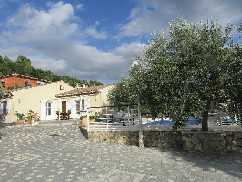 Villa plein pied avec piscine, casa vacanza a Callas
