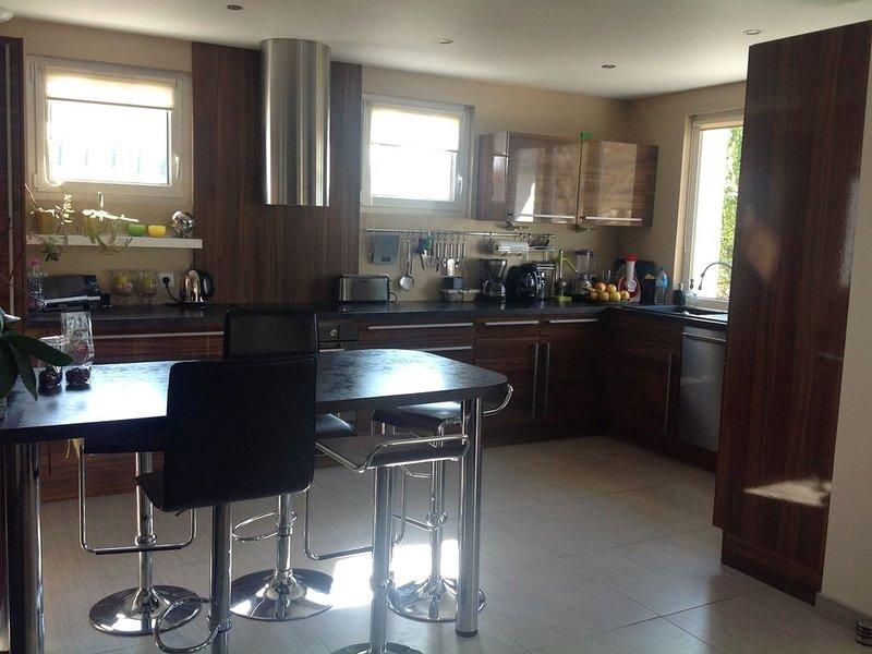 Très belle maison refaite de 10 personnes MAX, 300 m plage, holiday rental in Lion-sur-mer