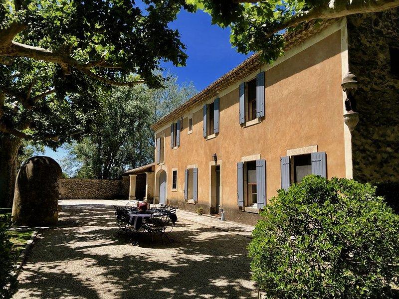 Mas du XIXe tout confort pour 10 personnes avec piscine et parc paysager, holiday rental in Les Vigneres