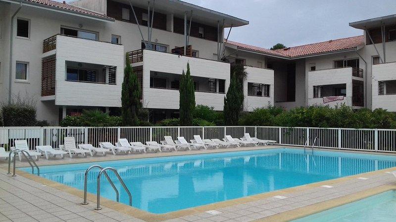 appartement 6 couchages à 2 pas de l'océan, holiday rental in Moliets et Maa