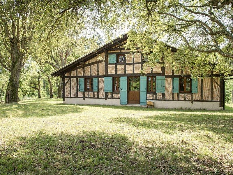 Maison landaise au coeur de la pinède dans une clairière proche de l'océan, holiday rental in Soustons