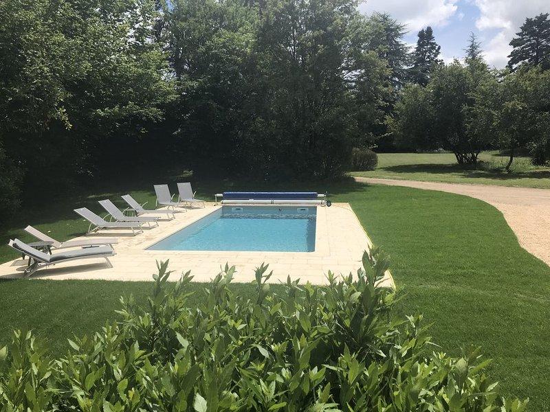 Maison de vacances esprit design et déco avec piscine chauffée, alquiler de vacaciones en Montmorillon