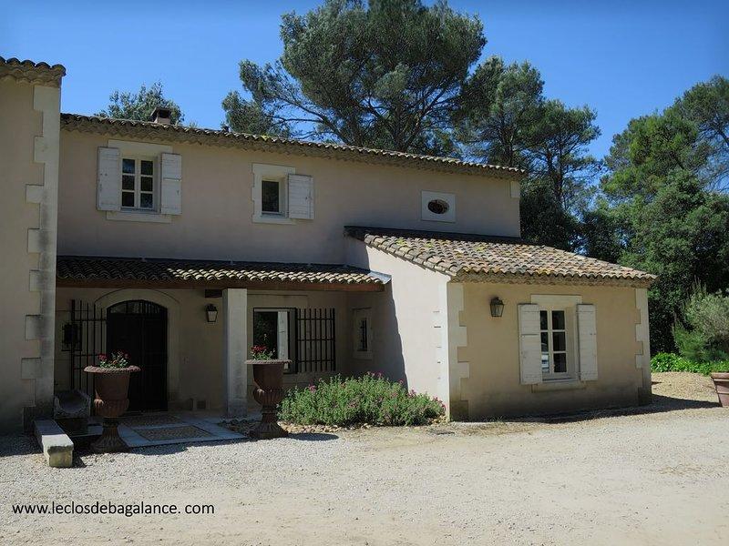 Splendide mas provençal, piscine privée, parc non clos pour 8 personnes, location de vacances à Barbentane