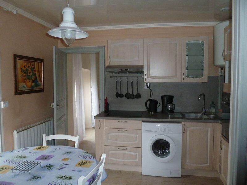 Agréable F2 pour curistes ou vacanciers à Lamalou les Bains à 300 m des thermes, holiday rental in Combes
