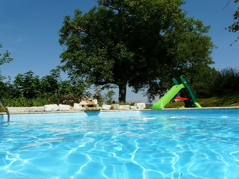 la bergerie et le pigeonnier en vallée du Lot -piscine sécurisée +wifi -, location de vacances à Thézac