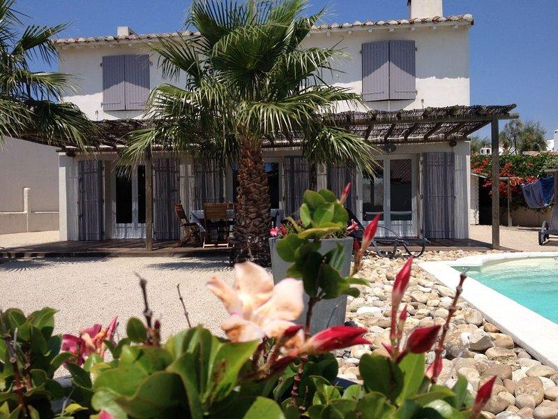 Belle Villa avec Piscine, location de vacances à Saintes-Maries de la Mer