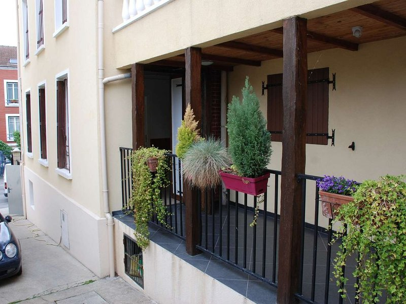 F2 30m2  a Rosny sous bois zone pavillonaire, vacation rental in Nogent-sur-Marne