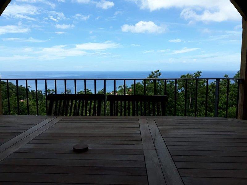 Bas de villa avec vue sur mer à 180°!!, location de vacances à Bouillante
