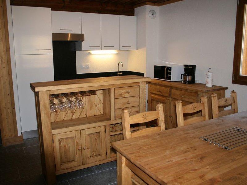 Appartement neuf grand confort au pied des pistes 6/8 personnes, location de vacances à Ala di Stura