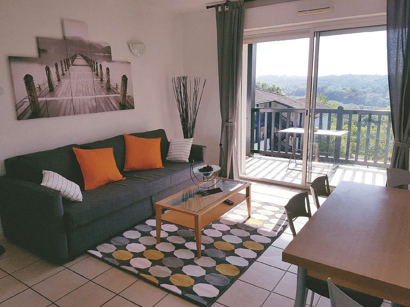 Bassussarry:T3 sur Golf-proche de Biarritz-Piscine, holiday rental in Bassussarry
