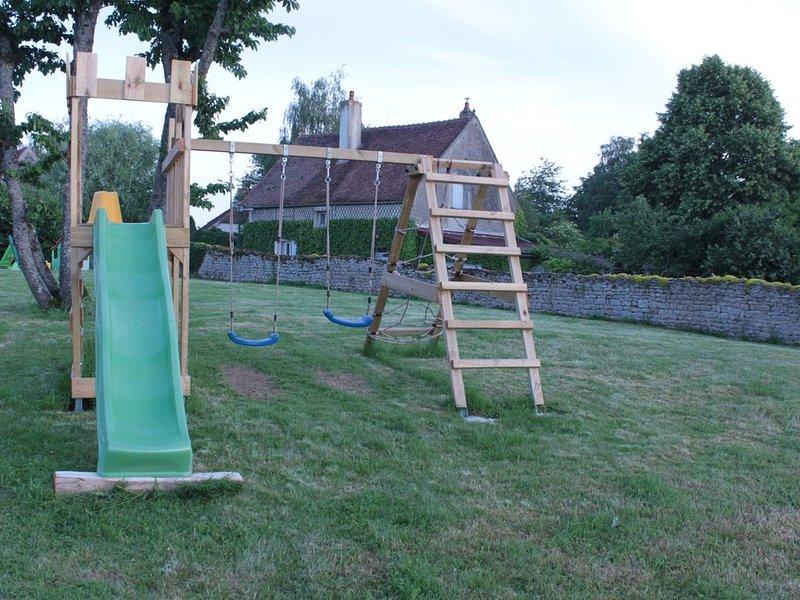Maison en Bourgogne 5 personnes (idéale pour enfants) Semur en Auxois/Epoisses, holiday rental in Brianny