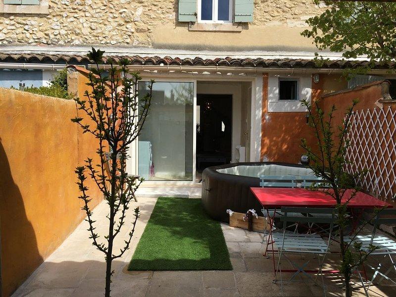 Maison de ville avec jardin et jacuzzi à Cavaillon, holiday rental in Cavaillon