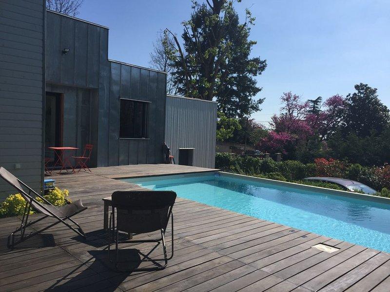 Villa contemporaine piscine privée 4,5 X 8. Farniente détente et proximité Lyon, aluguéis de temporada em Charnay