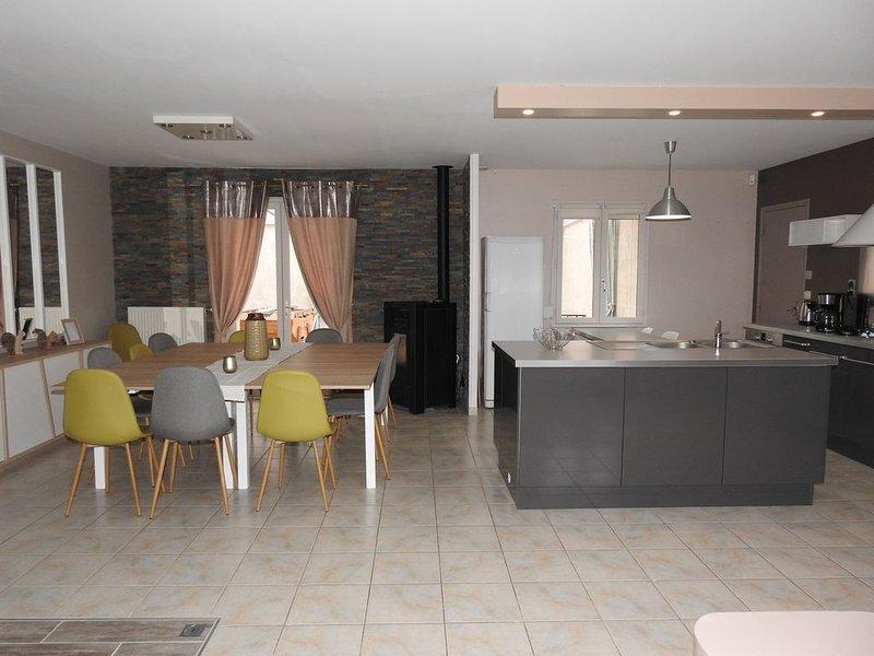 Maison 11 à 14 personnes entre Chambord, Cherverny,Zoo Parc de Beauval et Blois, holiday rental in Mont-pres-Chambord