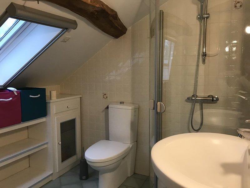 Chambre avec salle de bain, vacation rental in Malabat