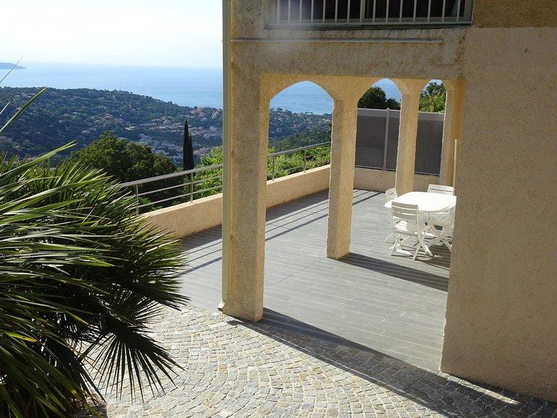 Appartement T3 Vue Mer, holiday rental in Cavalaire-Sur-Mer