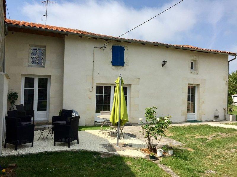Brie sous Mortagne  'Tess Cottage' Gites de 2 à 6 personnes., holiday rental in Saint Romain sur Gironde