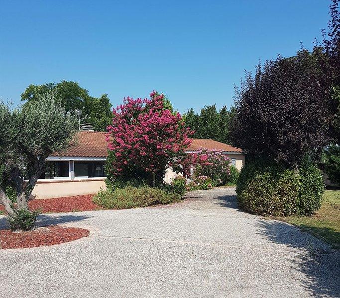 Belle maison de plain pied de 160 m2 entièrement clôturée avec piscine, casa vacanza a Paulhac