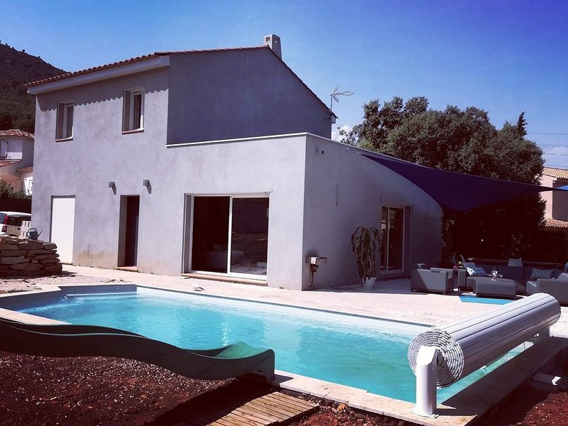Maison contemporaine , grande piscine au calme , familial, location de vacances à Sollies-Ville