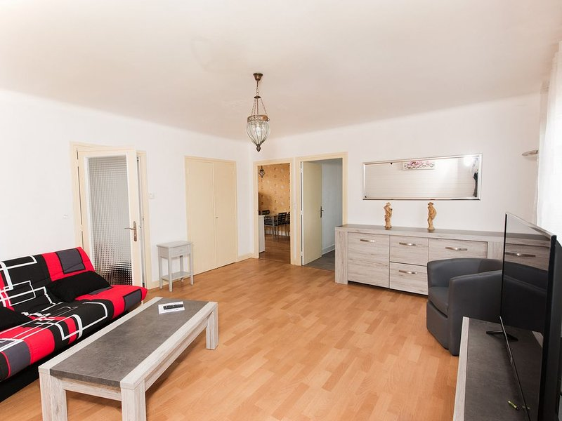 Appartement au calme, holiday rental in Saint-Jean-Saint-Maurice-sur-Loire