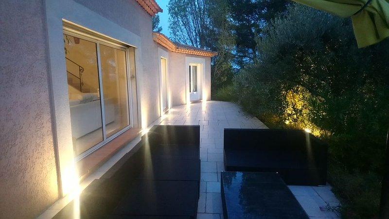 Villa 250 m2 sur 4000 m2 de pinède  Spa 6 places, piscine, casa vacanza a Peypin