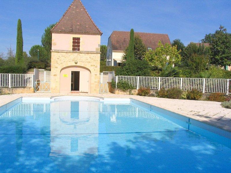 maison dans petite résidence de vacances à proximité de la Dordogne, aluguéis de temporada em Grolejac