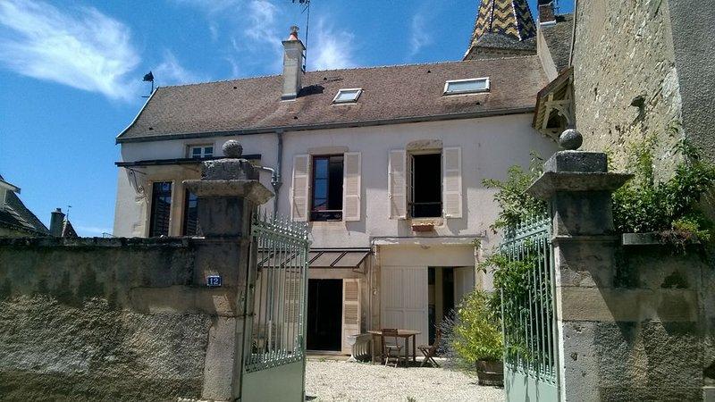 Maison au coeur d'un village sur la route des vins, holiday rental in Saint-Romain