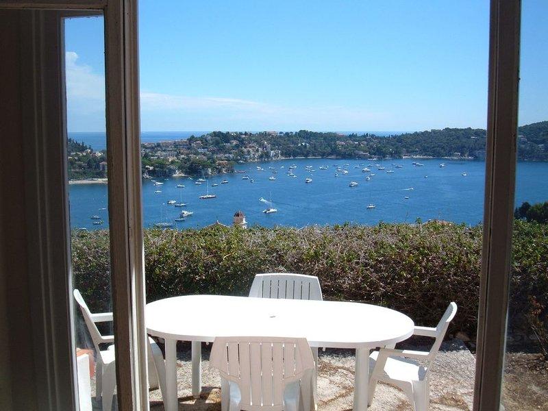 Splendide vue mer panoramique. Jardin arboré. A 600 mètres de la plage., location de vacances à Villefranche-sur-Mer