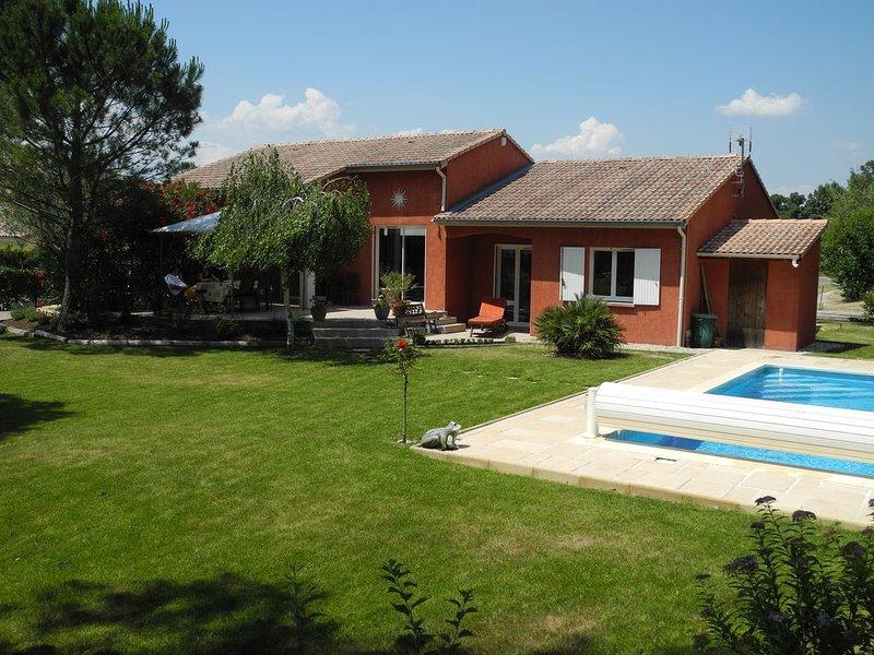 Villa confort 4 chambres au golf de Montélimar (à 200m), holiday rental in Malataverne
