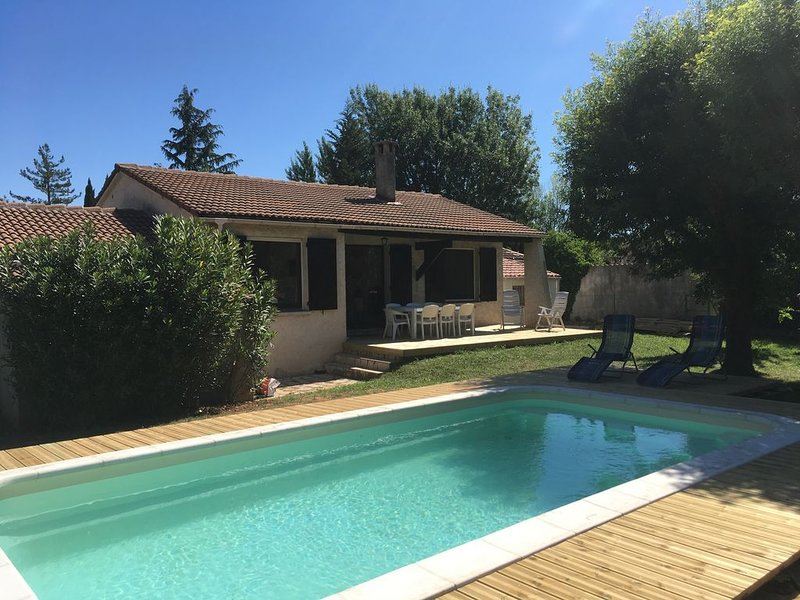 Villa 100 m2 avec grand jardin et piscine, location de vacances à Vidauban